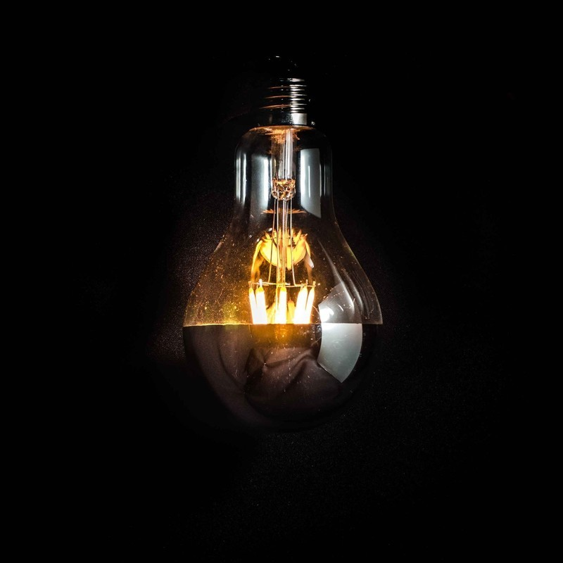 A80 LED Filament Bulb / Gold or Silver Cap