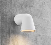 Sleek Single Cast LED Wall Light / 2 Finishes